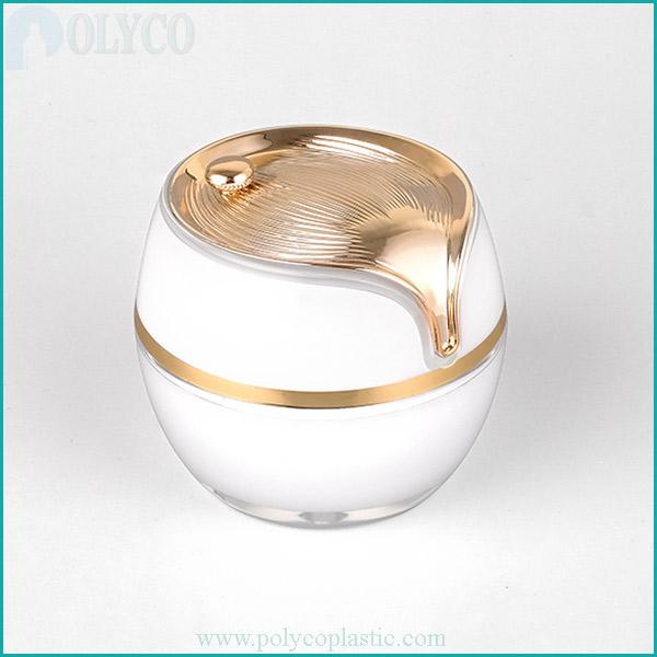 Plastic jar for pearl-colored cosmetics